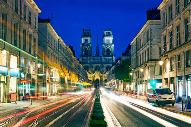Ville d'Orléans vue de nuit